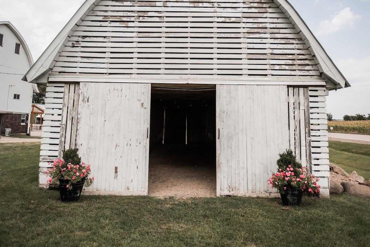 white_cottage_barn_wedding_venue_white.jpg