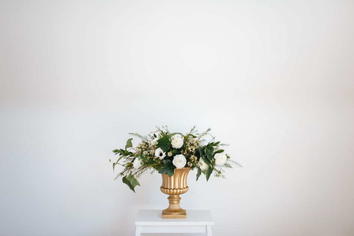 wide_view_of_bouquet_sitting_against_white_wall.jpg
