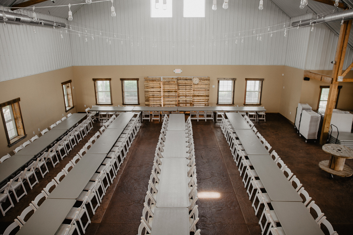wood_palette_back_drop_wedding_reception.jpg