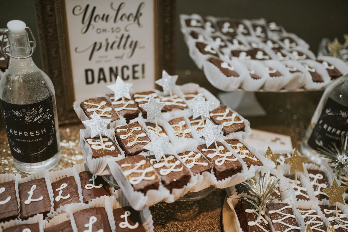 you_look_oh-so_pretty_so_dance_wedding_sign_brownie_table.jpg